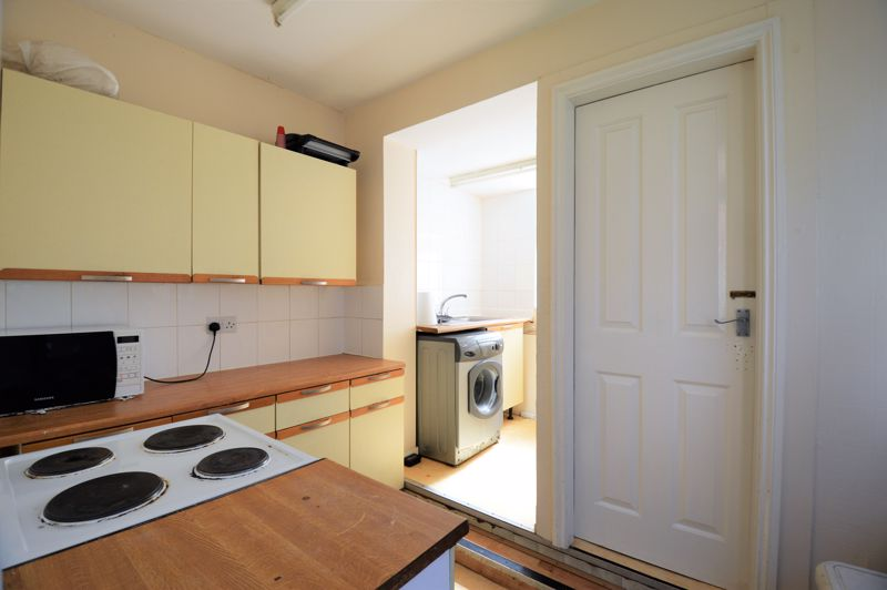 5 bedroom Mid Terrace to buy in Russell Rise, Luton - Photo 6