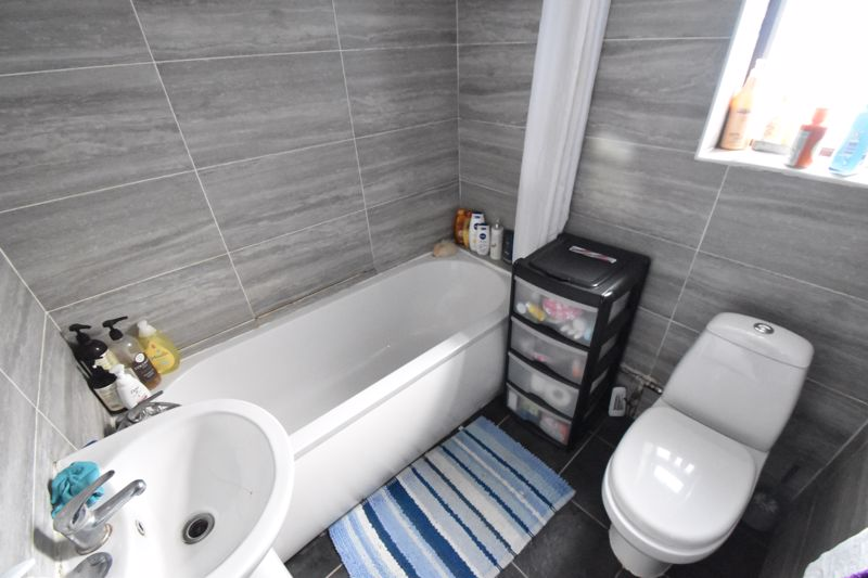 2 bedroom Mid Terrace to rent in Surrey Street, Luton - Photo 8