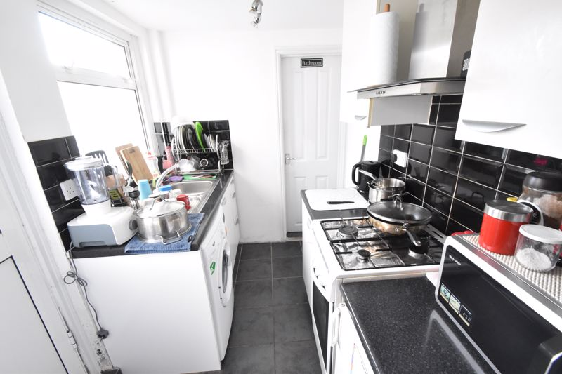 2 bedroom Mid Terrace to rent in Surrey Street, Luton - Photo 10