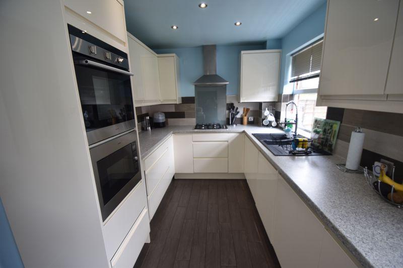 3 bedroom Semi-Detached  to rent in Corinium Gardens, Luton - Photo 14