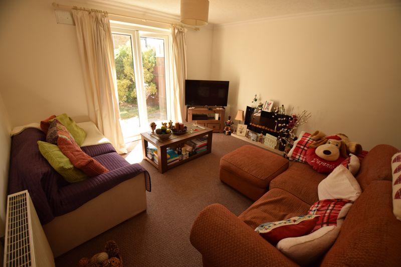 2 bedroom Semi-Detached  to buy in Corbridge Drive, Luton - Photo 3