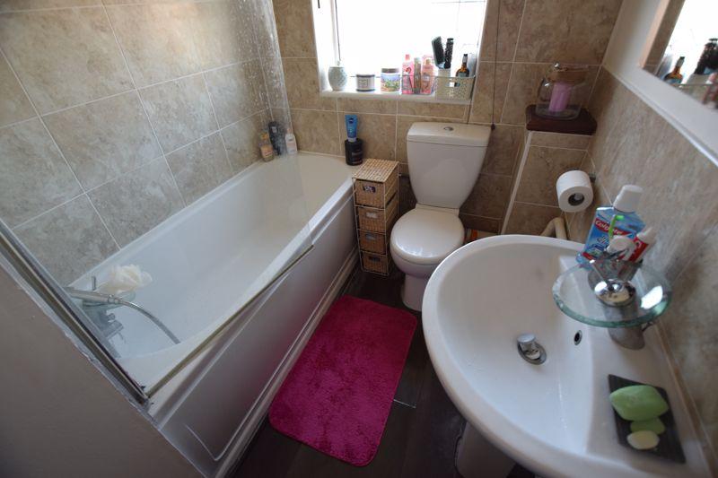 2 bedroom Semi-Detached  to buy in Corbridge Drive, Luton - Photo 7