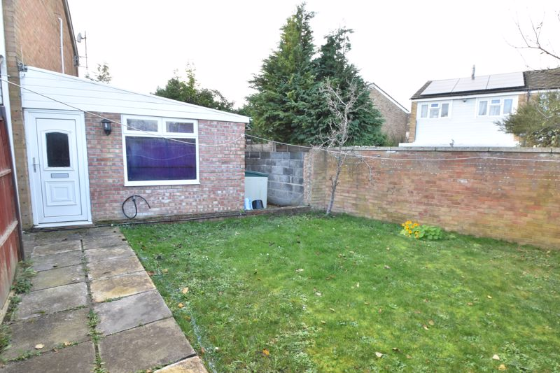 3 bedroom End Terrace to buy in Berry Leys, Luton - Photo 3