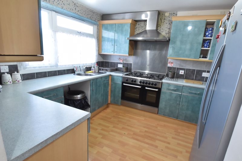 3 bedroom End Terrace to buy in Berry Leys, Luton - Photo 8