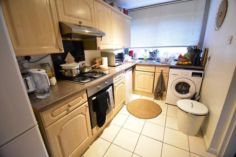 2 bedroom End Terrace to buy in Anthony Gardens, Luton - Photo 2