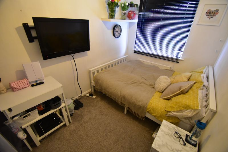 2 bedroom End Terrace to buy in Anthony Gardens, Luton - Photo 5