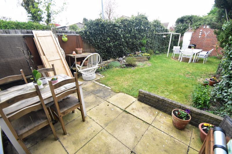 2 bedroom End Terrace to buy in Anthony Gardens, Luton - Photo 7