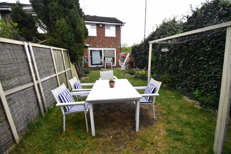 2 bedroom End Terrace to buy in Anthony Gardens, Luton - Photo 9
