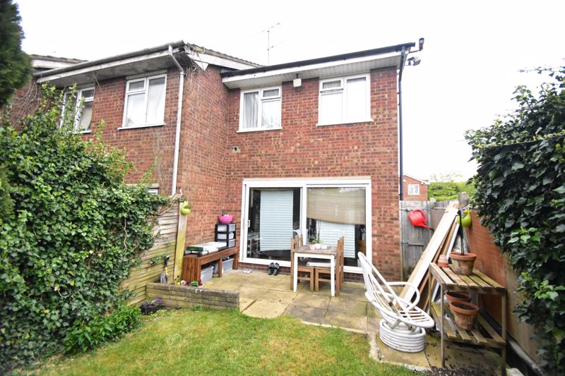 2 bedroom End Terrace to buy in Anthony Gardens, Luton - Photo 10