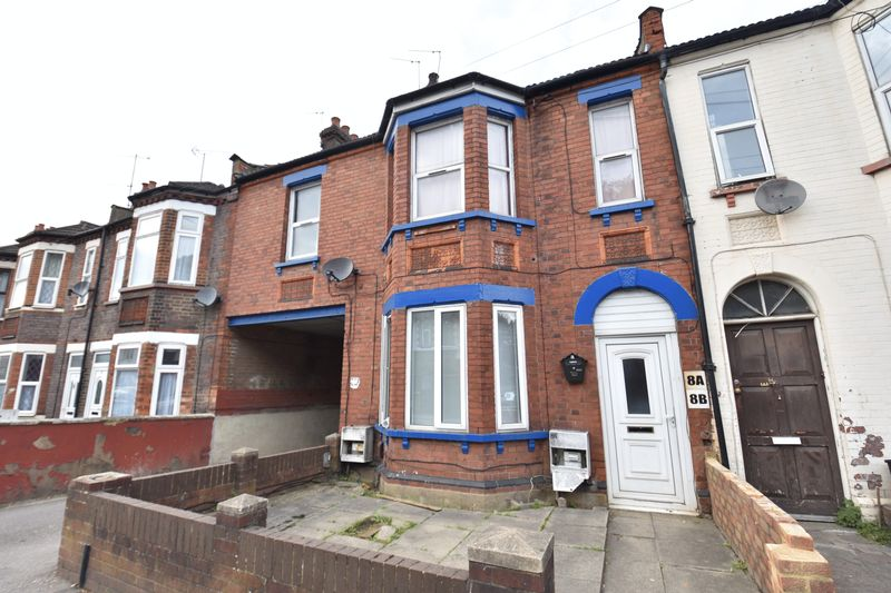 3 bedroom Flat to buy in Cromwell Road, Luton