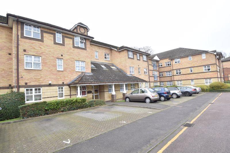 1 bedroom Apartment / Studio to buy in Barons Court, Luton