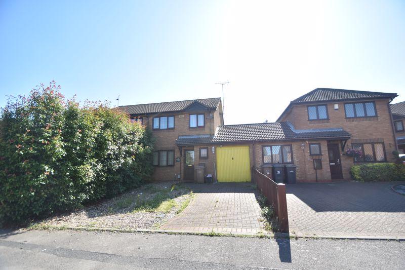 3 bedroom  to rent in Dexter Close, Luton