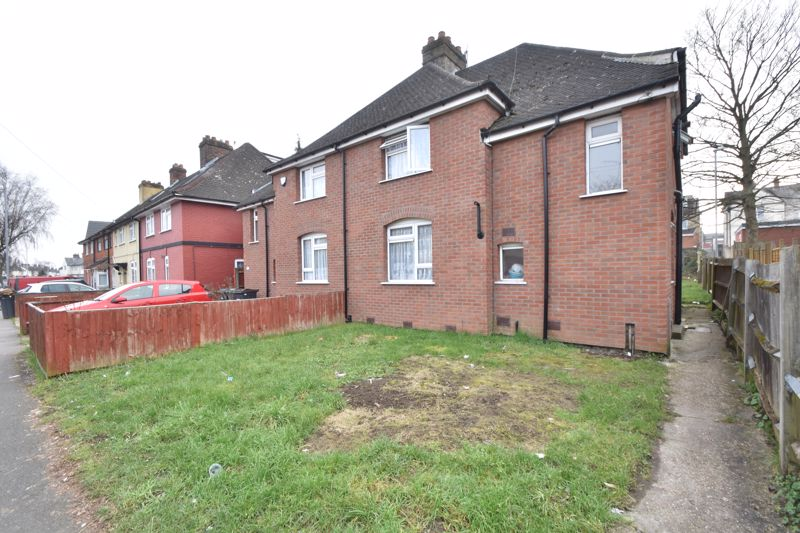 3 bedroom Semi-Detached  to buy in Selbourne Road, Luton