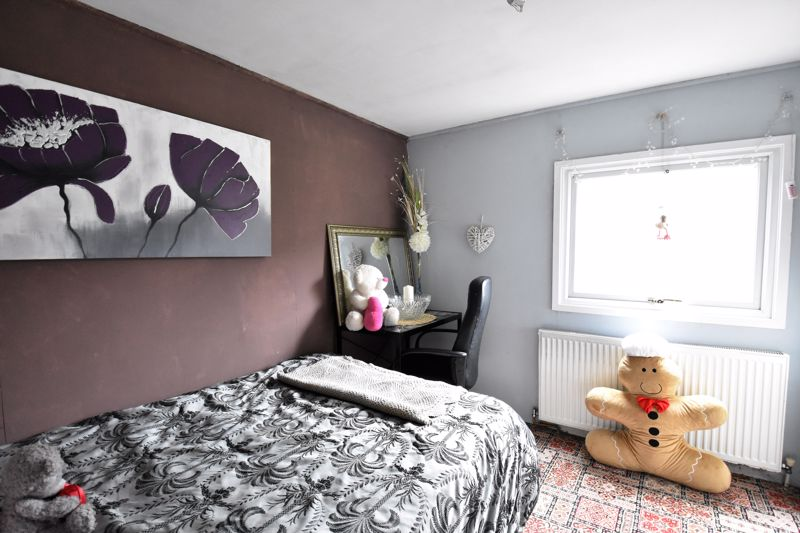 2 bedroom Park Home to buy in Stopsley Park, Luton - Photo 4
