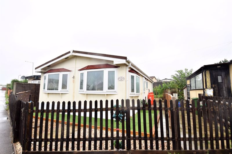 2 bedroom Park Home to buy in Stopsley Park, Luton - Photo 10