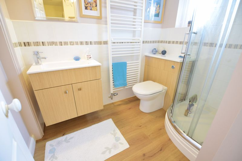 4 bedroom Detached  to buy in Lippitts Hill, Luton - Photo 2