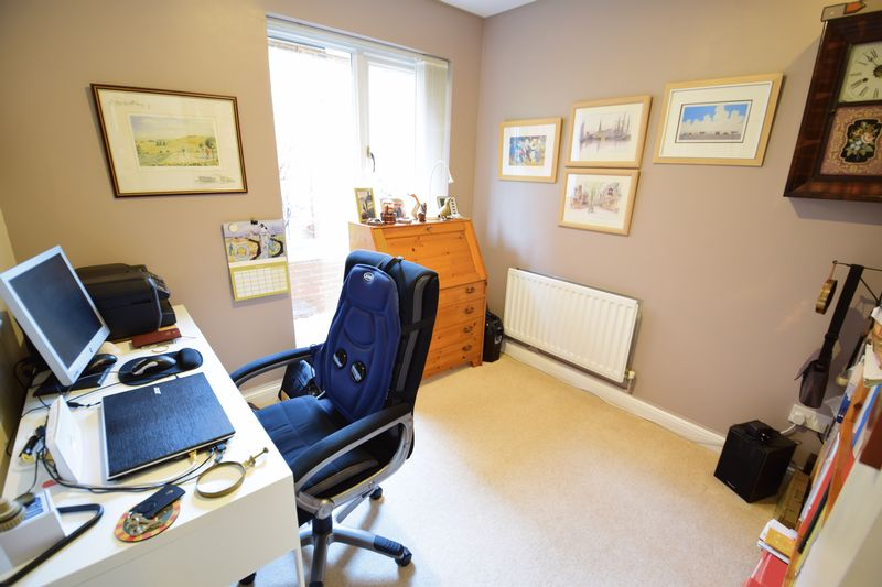 4 bedroom Detached  to buy in Lippitts Hill, Luton - Photo 3