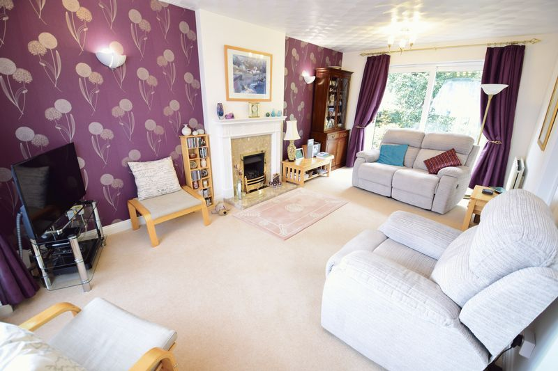 4 bedroom Detached  to buy in Lippitts Hill, Luton - Photo 4