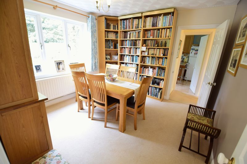 4 bedroom Detached  to buy in Lippitts Hill, Luton - Photo 6