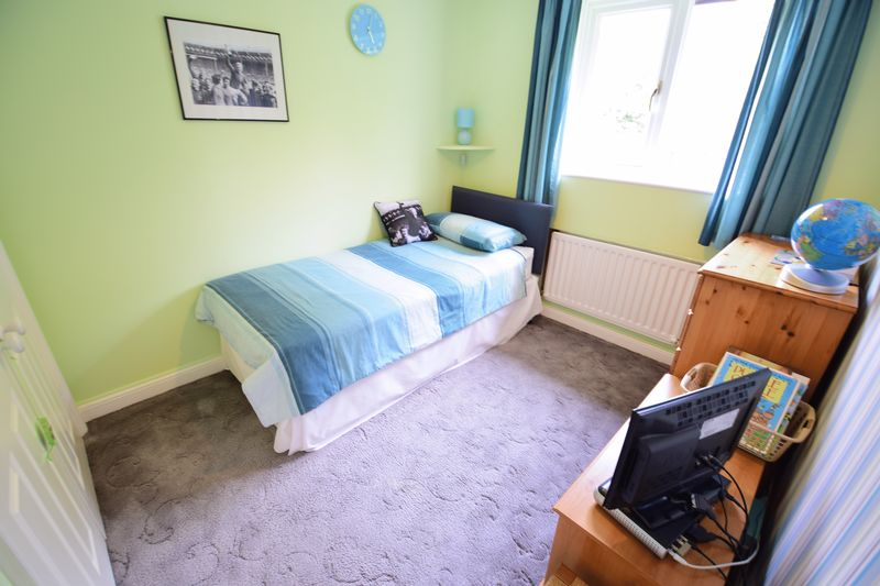 4 bedroom Detached  to buy in Lippitts Hill, Luton - Photo 10