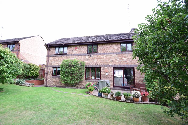 4 bedroom Detached  to buy in Lippitts Hill, Luton - Photo 18
