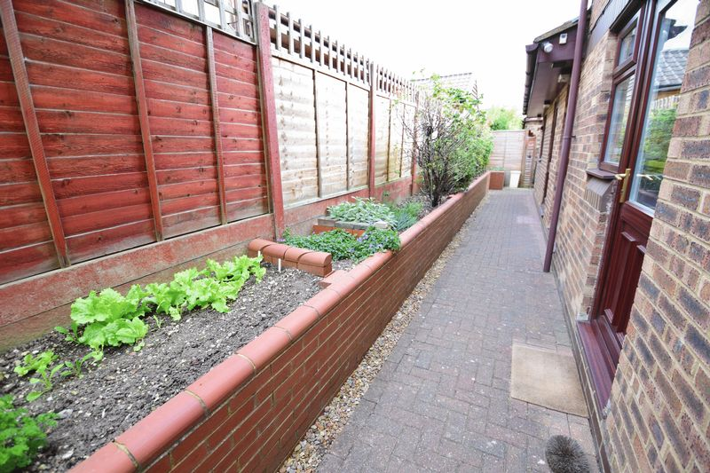 4 bedroom Detached  to buy in Lippitts Hill, Luton - Photo 20
