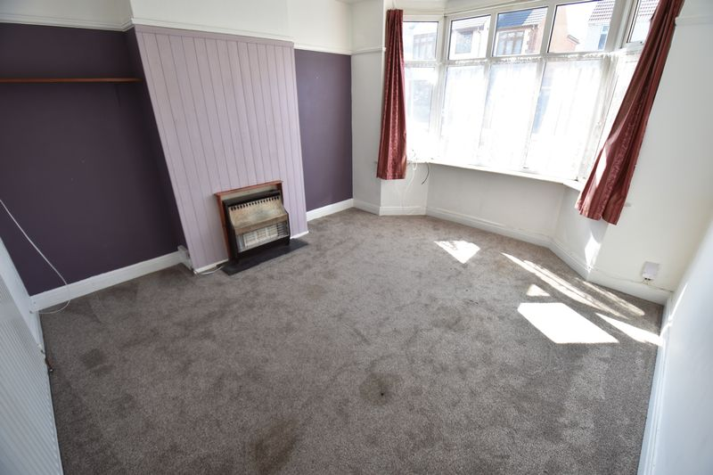 3 bedroom Mid Terrace to buy in St. Lawrence Avenue, Luton - Photo 12