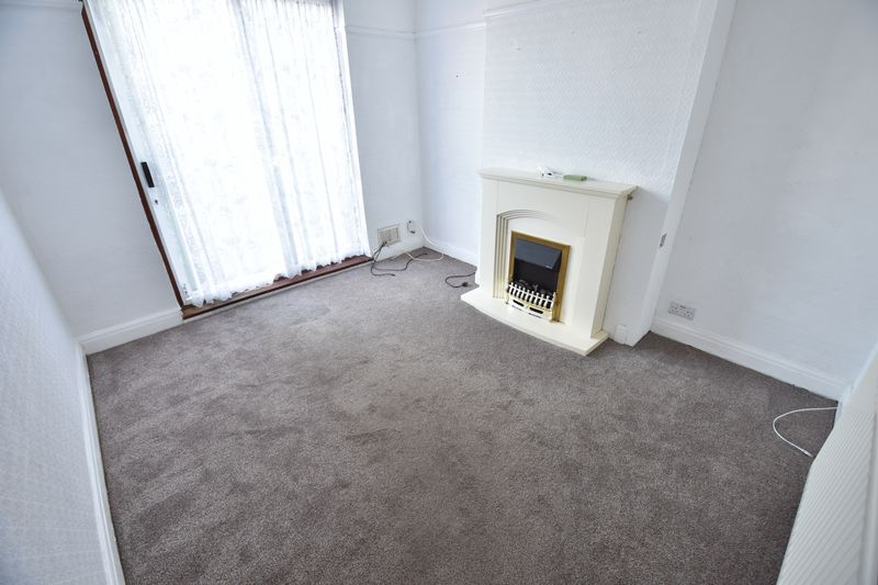 3 bedroom Mid Terrace to buy in St. Lawrence Avenue, Luton - Photo 13