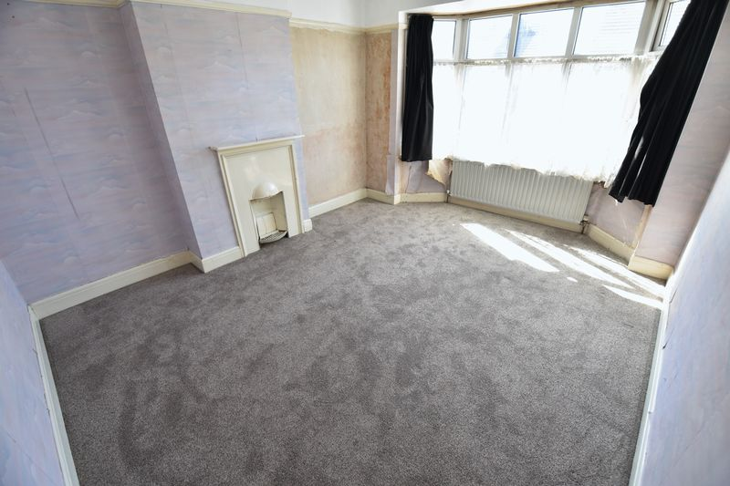 3 bedroom Mid Terrace to buy in St. Lawrence Avenue, Luton - Photo 15