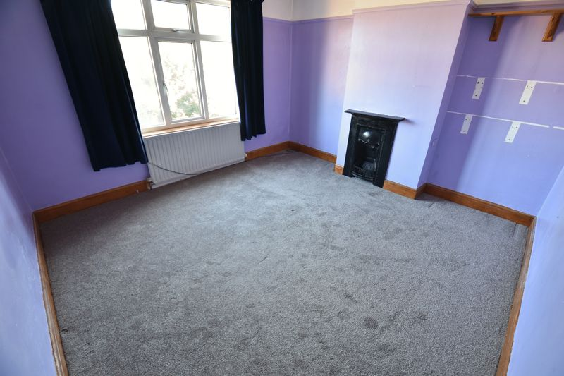 3 bedroom Mid Terrace to buy in St. Lawrence Avenue, Luton - Photo 16