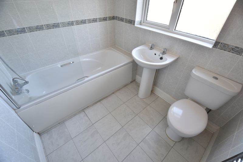 3 bedroom Mid Terrace to buy in St. Lawrence Avenue, Luton - Photo 17