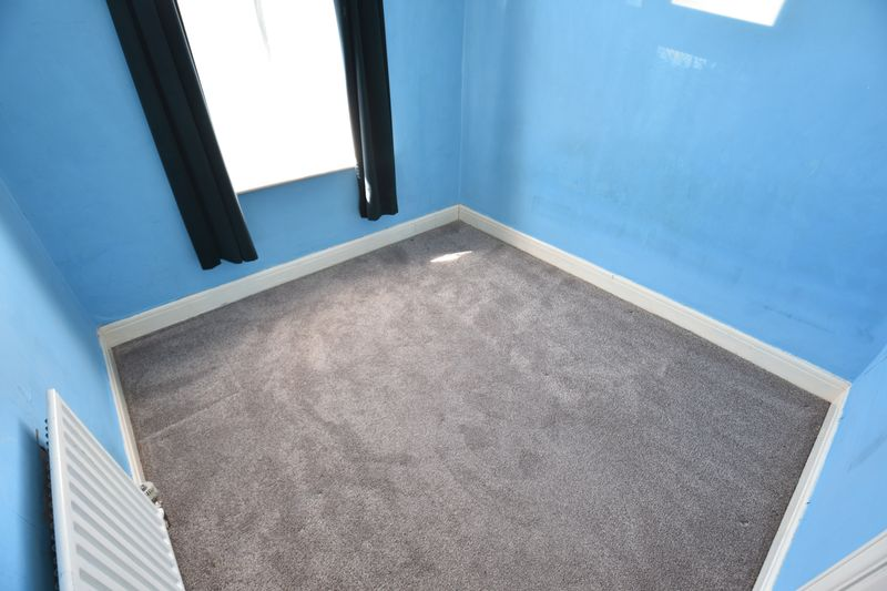 3 bedroom Mid Terrace to buy in St. Lawrence Avenue, Luton - Photo 18
