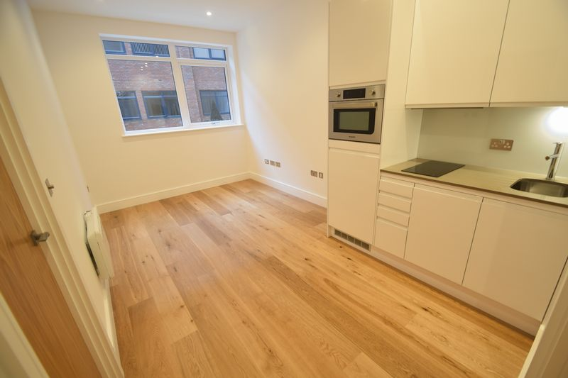 1 bedroom Flat to rent in Park Street West, Luton - Photo 5