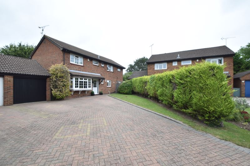 4 bedroom Detached  to buy in Markfield Close, Luton