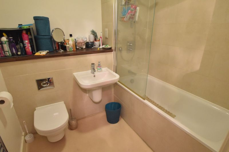 1 bedroom Flat to buy in Midland Road, Luton - Photo 2