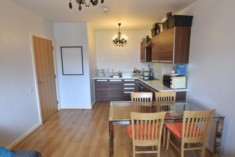 1 bedroom Flat to buy in Midland Road, Luton - Photo 6