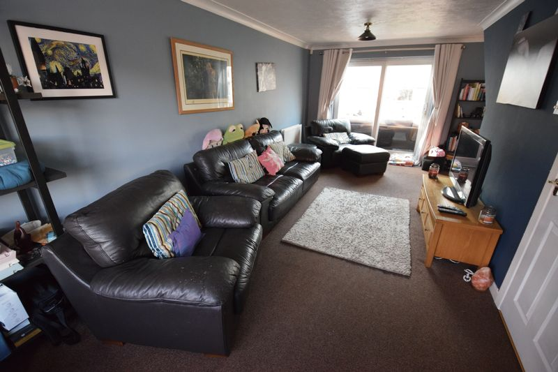 4 bedroom Detached  to buy in Harveys Hill, Luton - Photo 4