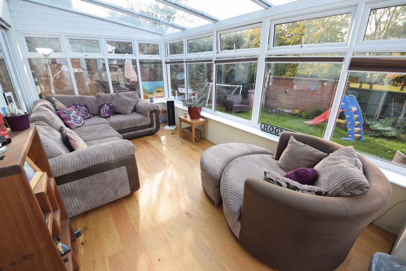 4 bedroom Detached  to buy in Harveys Hill, Luton - Photo 7