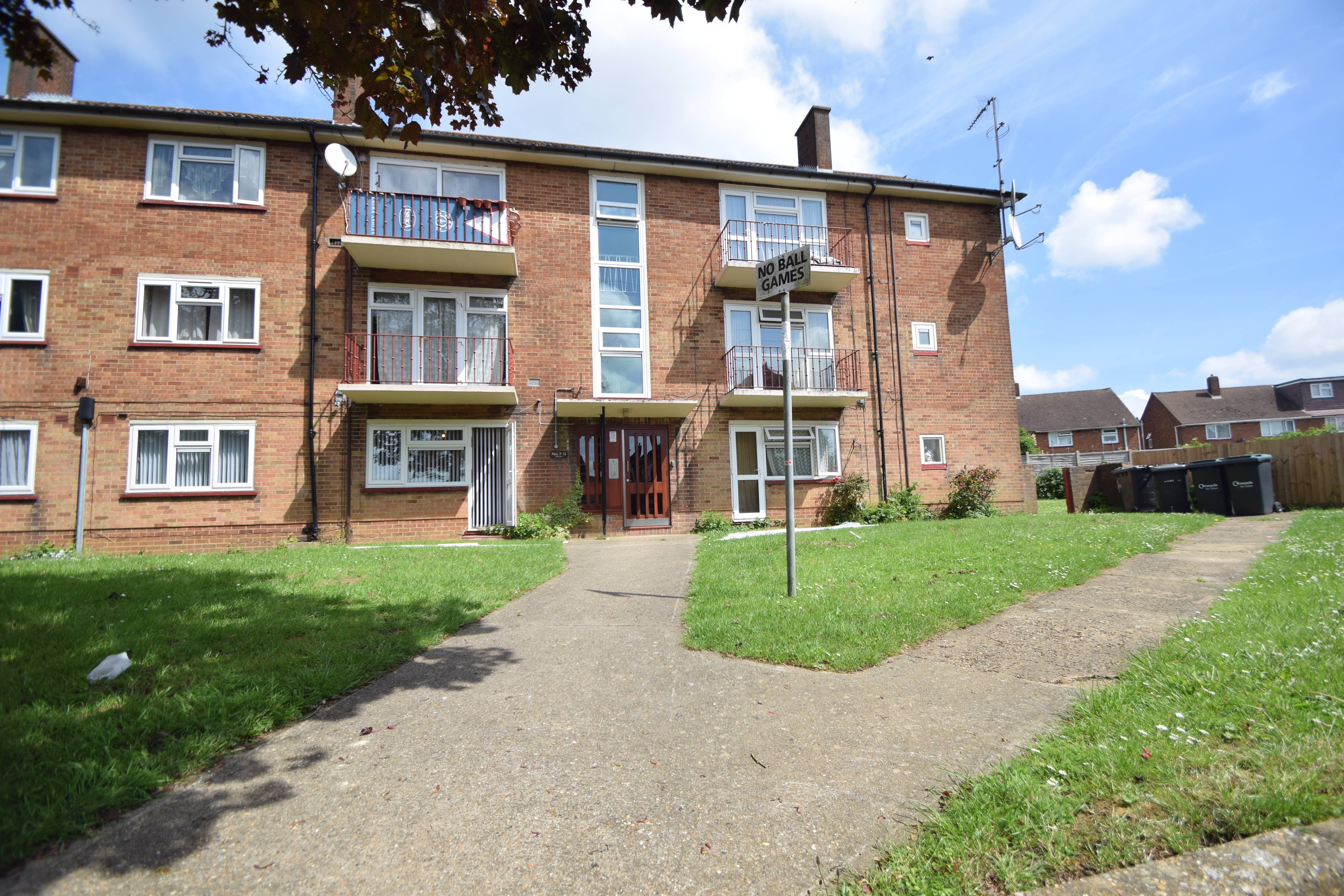 2 bedroom Flat to buy in St Johns Close, Luton