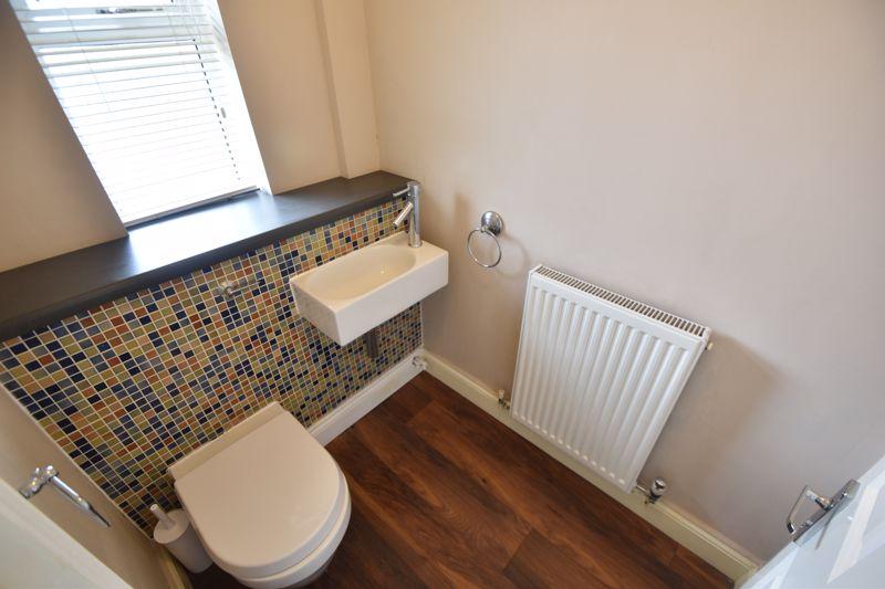 4 bedroom Detached  to rent in Sworder Close, Luton - Photo 1