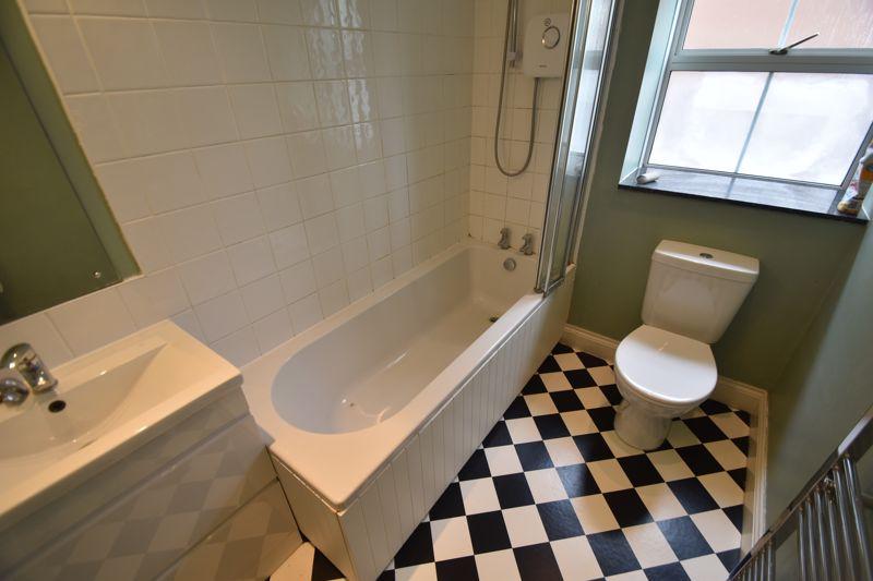 4 bedroom Detached  to rent in Sworder Close, Luton - Photo 4