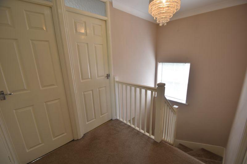 4 bedroom Detached  to rent in Sworder Close, Luton - Photo 5