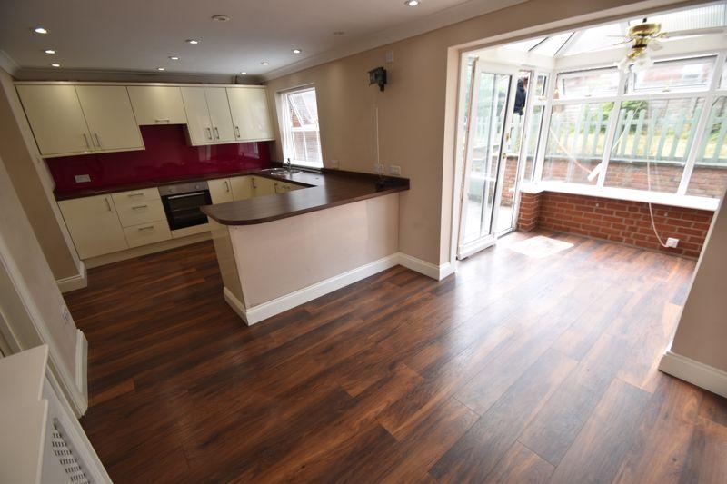 4 bedroom Detached  to rent in Sworder Close, Luton - Photo 10