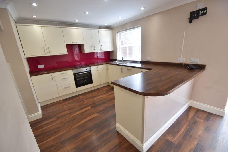 4 bedroom Detached  to rent in Sworder Close, Luton - Photo 11