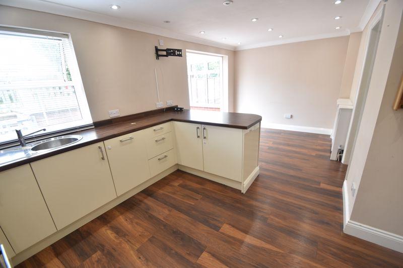 4 bedroom Detached  to rent in Sworder Close, Luton - Photo 12