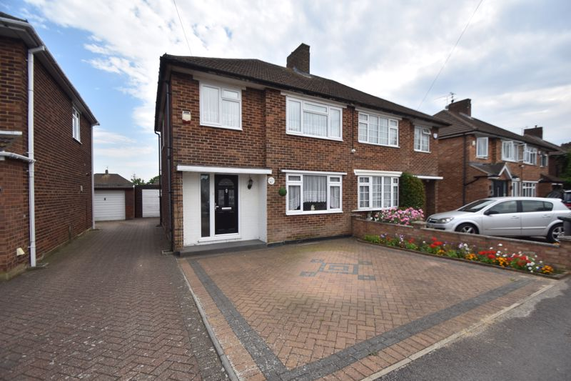 3 bedroom Semi-Detached  to buy in Rossfold Road, Luton