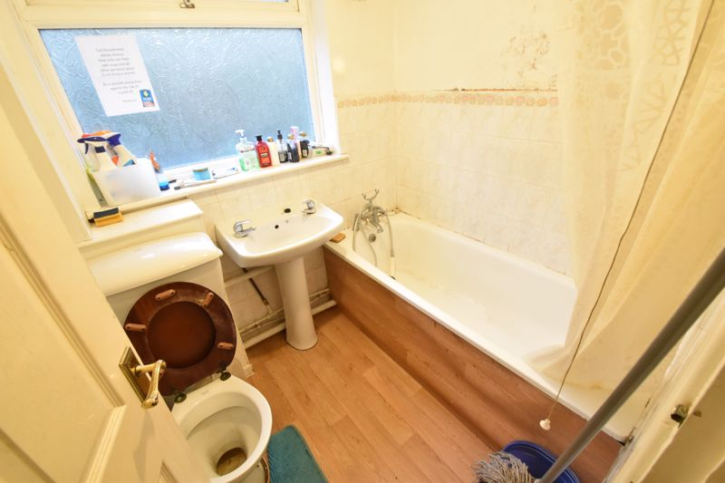 3 bedroom End Terrace to buy in Devon Road, Luton - Photo 3