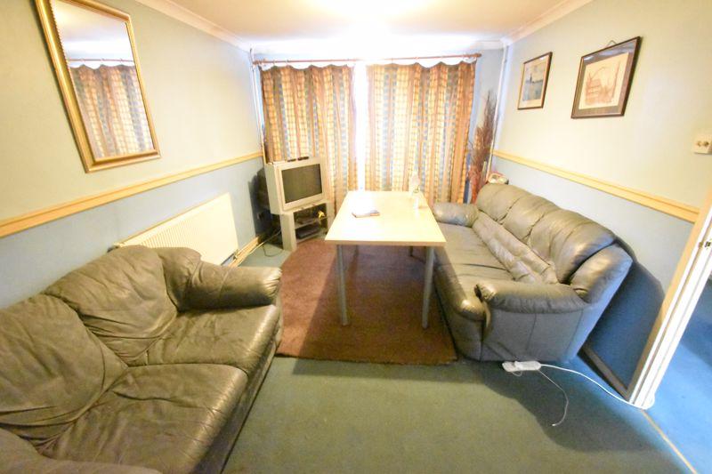 3 bedroom End Terrace to buy in Devon Road, Luton - Photo 7