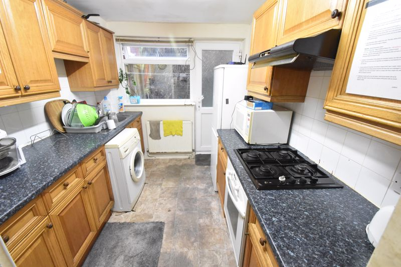 3 bedroom End Terrace to buy in Devon Road, Luton - Photo 8