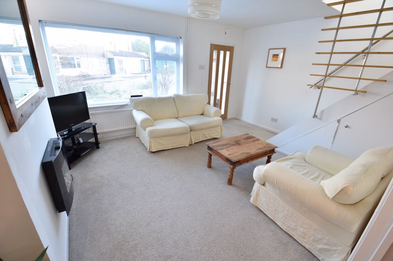 2 bedroom Semi-Detached  to buy in Rosewood Close, Luton - Photo 3